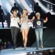 VIDEO YouTube: Taylor Swift, sul palco sale Julia Roberts
