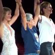 VIDEO YouTube: Taylor Swift, sul palco sale Julia Roberts4