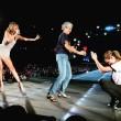 VIDEO YouTube: Taylor Swift, sul palco sale Julia Roberts3