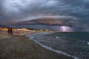 Meteo domenica 9 agosto: arriva il fresco dalla Francia. Primi temporali su Nord Ovest