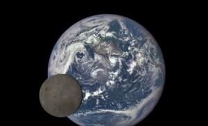 """VIDEO YouTube, la """"danza"""" della Luna intorno alla Terra ripresa dalla Nasa"""