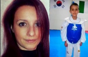 Veronica Panarello scortata sulla tomba del figlio Andrea Loris Stival