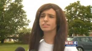 Trans vuole usare bagni donne a scuola. Ma compagni si ribellano