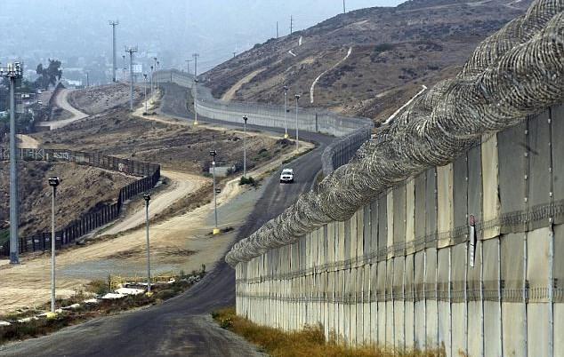 Risultati immagini per muro al confine tra Messico e USA immagini