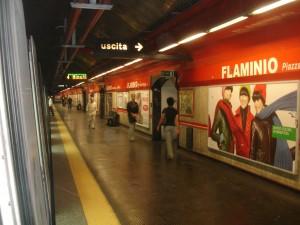 Metro Roma, stazione chiude prima di ultimo treno. 3 in trappola