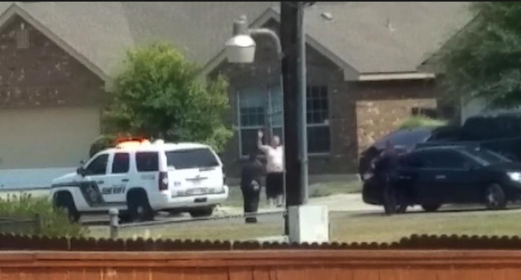 VIDEO YouTube - Usa, polizia uccide uomo con le mani alzate