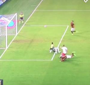 Francesco Totti ko in Roma-Carpi: rischia due mesi stop