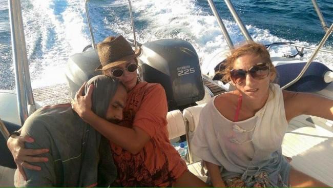 Siriano salvato in mare abbraccio con turista greca FOTO