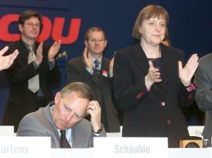 Merkel in crisi fra scandalo Volkswagen e emergenza profughi