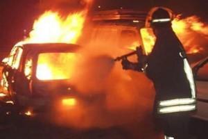 Pontedera, cadavere carbonizzato fuori da auto in fiamme