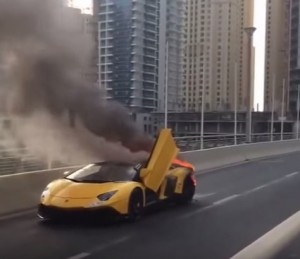 VIDEO YouTube: Lamborghini Aventador in fiamme a Dubai