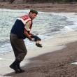 Aylan spiaggiato: pudore su una foto, spudoratezza sdoganata