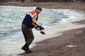 Migranti: dopo Aylan altro dramma, neonato morto su barcone