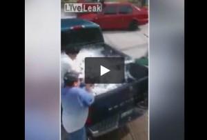 VIDEO Troppa birra, frigo non basta. Prendono pick-up e...
