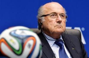 Joseph Blatter indagato. Accusa: 2 mln a Platini per...
