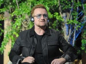 """Migranti, Bono: """"Angela Merkel simbolo morale dell'Europa"""""""