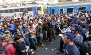 Migranti, Budapest chiude stazione. Esodo siriani da Merkel
