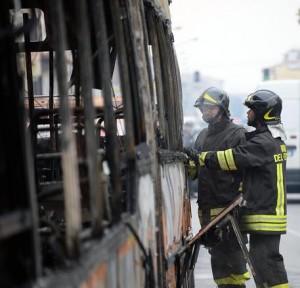 Bus Sud-Est in fiamme a Manduria. Autista salva studenti