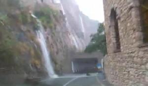 VIDEO YouReporter. Taormina, cascate d'acqua a Giadini Naxos