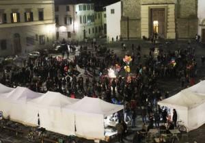 Sesso in piazza del Carmine a Firenze: telecamera li filma e