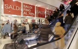 Consumi, +2,1% annuo, record dal 2010. Boom o effetto saldi?
