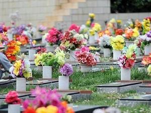 Roma, rivendeva fiori rubati dalle tombe: arresto dopo fuga