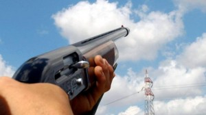 """Cacciatore punta fucile contro down: """"Ve ne dovete andare"""""""