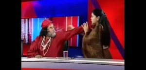 VIDEO YouTube - Guru contro astrologa, botte in diretta tv