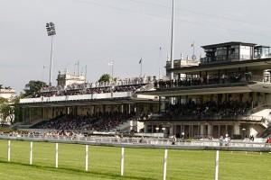 Milano, buca nella pista dell'Ippodromo: due fantini gravi