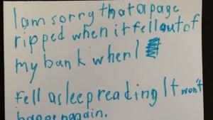 Bimbo rompe pagina al fumetto, lettera di scuse a biblioteca