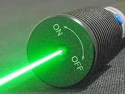 Caccia a penna laser che acceca. La vendono gli ambulanti