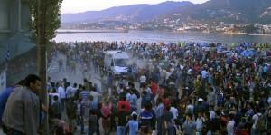 Grecia, scontri tra profughi e polizia a Lesbo