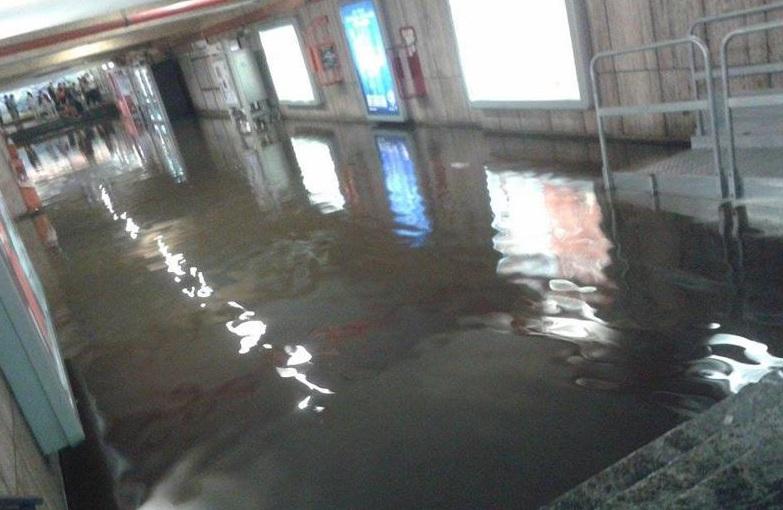 Piove a Roma: allagate stazioni Lucio Sestio e Porta Furba