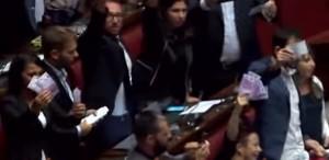 Finanziamento partiti, M5s lancia banconote false 500€ VIDEO