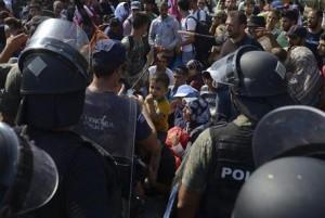 Migranti, Ungheria: la polizia di Orban ne arresta 10mila