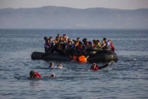 Migranti, scontro barcone-traghetto: 13 morti. Caos Balcani
