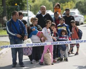 Migranti, anche la Slovenia vuole un muro. Martedì summit Ue