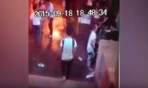 Video YouTube: litiga col fidanzato e si spoglia nuda in strada