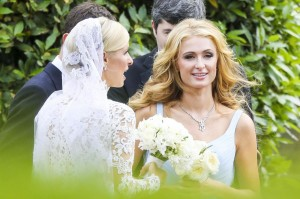 Paris Hilton perde anello da 350mila $, pompiere restituisce