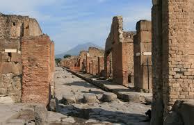 Pompei: cede muretto in area chiusa al pubblico
