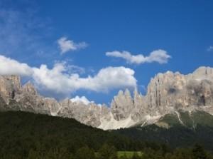 Trentino, rocciatore precipita per 50 metri e muore