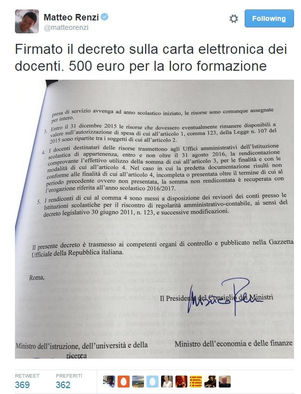 Scuola, Renzi firma bonus 500 euro ai prof e twitta