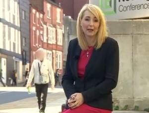 VideoYouTube: molestata durante servizio tv su molestie