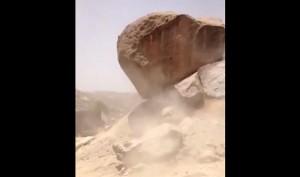 VIDEO YouTube - Sasso gigante rotola verso la casa ma...
