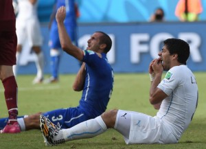 """""""Chiellini finse su morso Suarez"""", Mitjans (Fifa) svela..."""