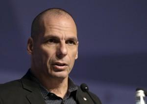 """Varoufakis a Renzi: """"Contro Tsipras ti sei giocato l'anima"""""""