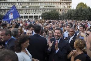 Ignazio Marino contestato a manifestazione Pd a Don Bosco