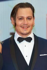 """Johnny Depp irriconoscibile a Venezia: """"Non voleva lavarsi..."""""""
