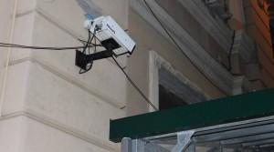 Scippi e rapine sotto la telecamera... girata contro il muro