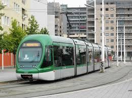 Milano, insulti razzisti su tram: passeggeri lo cacciano